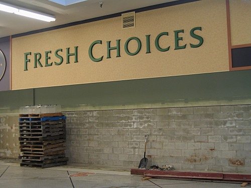 "[""Fresh Choices"" sign in abandoned Safeway.]"