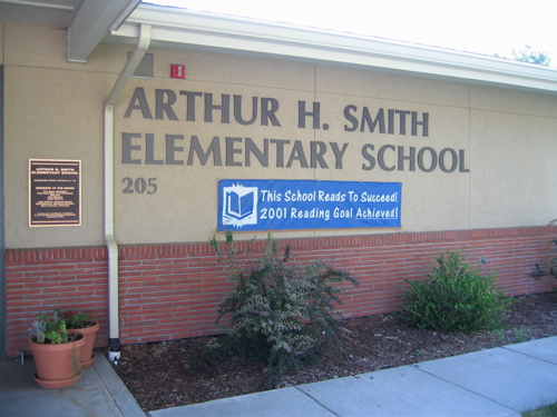"[sign: ""Arthur H. Smith Elementary School"" - ""This school reads to succeed!  2001 reading goal achieved!"""